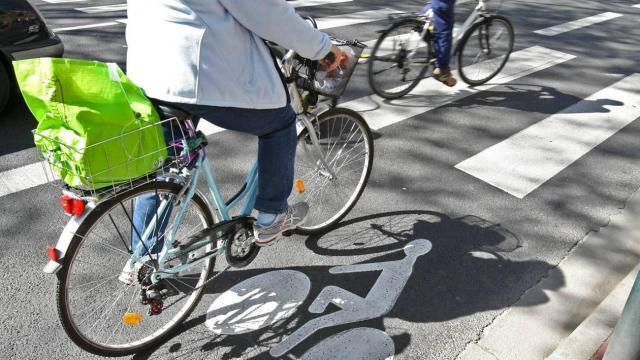 photo «votre ville est-elle cyclable»? votre avis intéresse la fédération française des usagers de la bicyclette. © archives