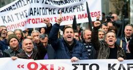 actu cinéma des ouvriers de l'industrie du sucre manifestent en 2015 contre la politique d'austérité.
