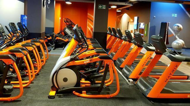 Vitre Basic Fit Va S Installer La Moue Des Salles De Fitness