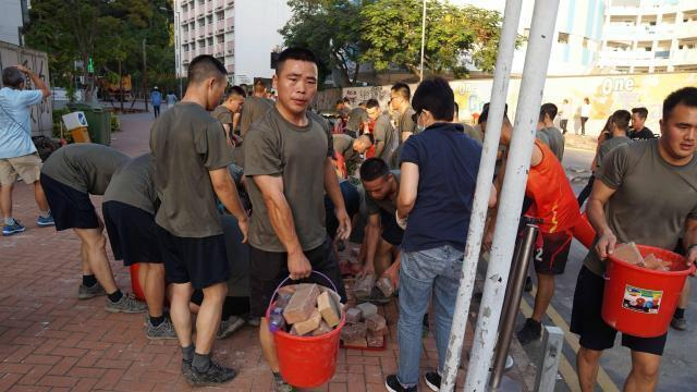 Contre-manifestation de pro-chinois à Hong Kong - maville.com