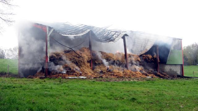 La Tardière. 40 tonnes de paille parties en fumée - maville.com
