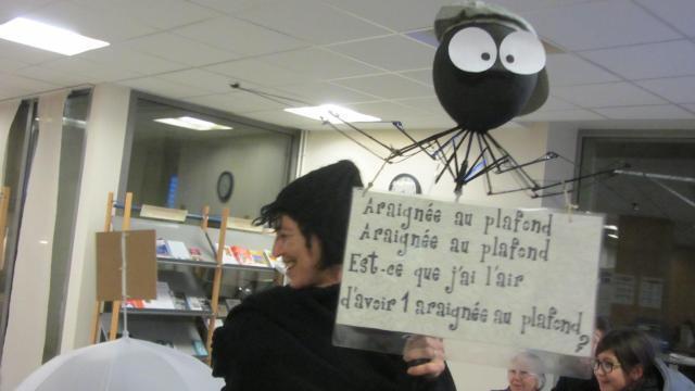 Fontenay-le-Comte. Un défilé de parapluies avec Karin Serres - maville.com