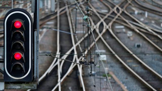Le trafic du RER C perturbé par « un mouvement social local » - maville.com