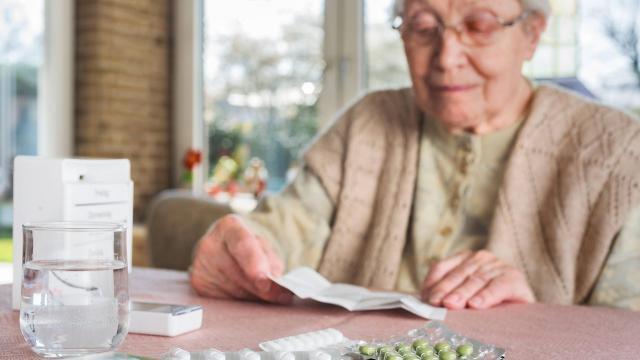 Consommation de médicaments : les seniors avalent trop de petites pilules - maville.com