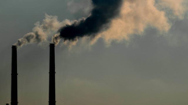 photo pour espérer limiter le réchauffement à +2°c, il faudrait réduire les émissions de 2,7% par an de 2020 à 2030, avertit l'onu (photo d'illustration). © archives ouest-france