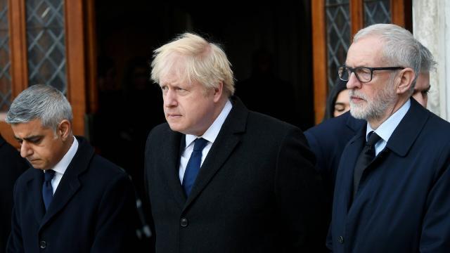 photo le maire de londres, sadiq khan, le premier ministre, boris johnson, et le chef du parti travailliste, jeremy corbyn, ont rendu hommage aux victimes de l'attaque terroriste du london bridge. © toby melville / reuters
