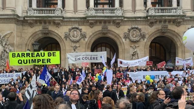 photo une délégation d'avocats quimpérois en grève s'est rendue à paris pour manifester, mardi 4 février 2020. © dr