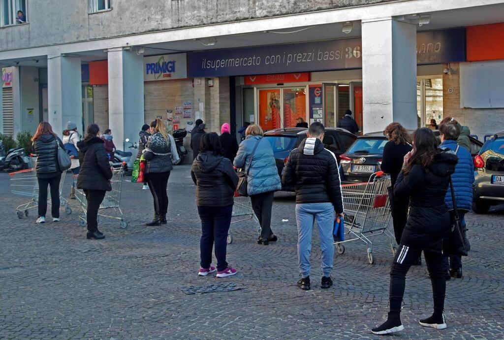 Coronavirus à Naples, le resserrement des supermarchés arrive: horaires décalés, fermetures et plus de shopping à domicile
