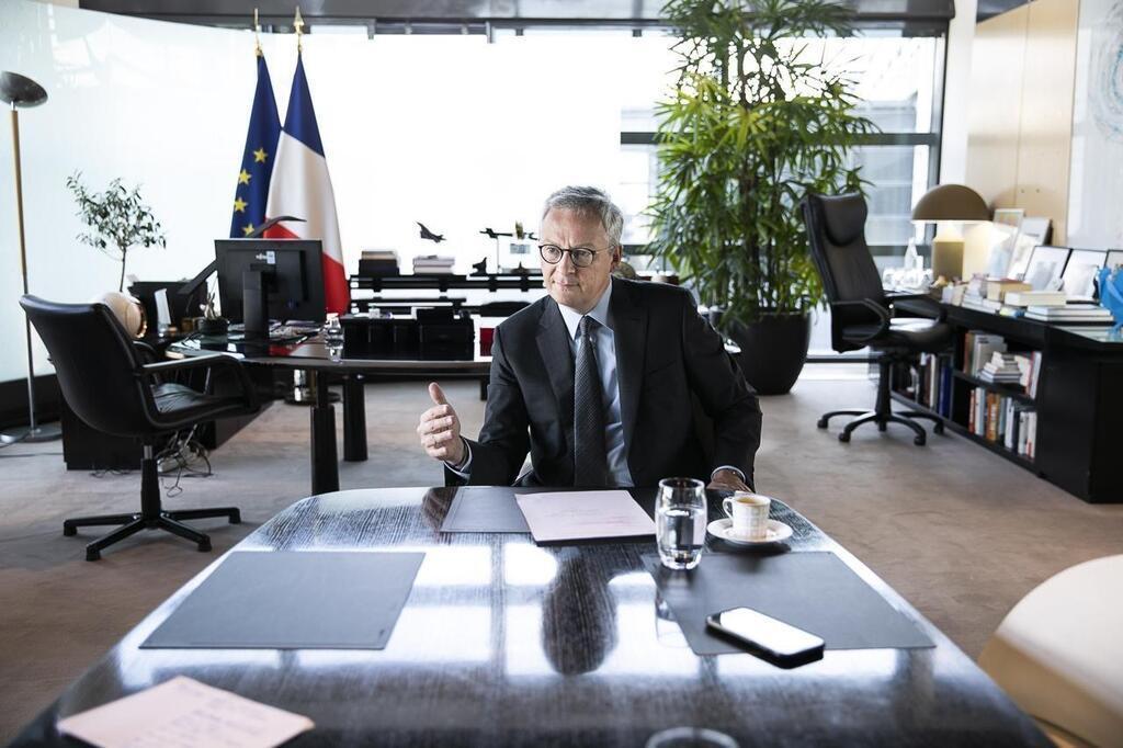 Michel Sapin Ministre De L Economie Et Des Finances A Son Bureau Le News Photo Getty Images