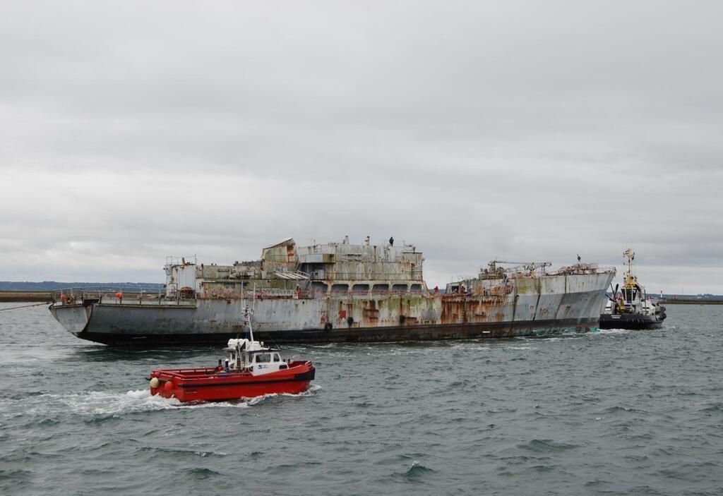 La Marine nationale dit adieu aux ex-Loire et Duguay-Trouin P23132989D4160316G