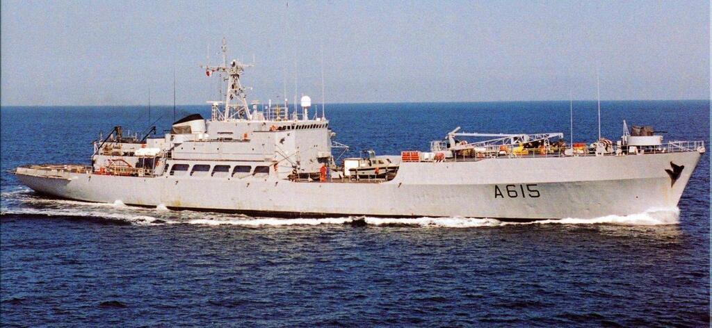 La Marine nationale dit adieu aux ex-Loire et Duguay-Trouin P23132995D4160316G
