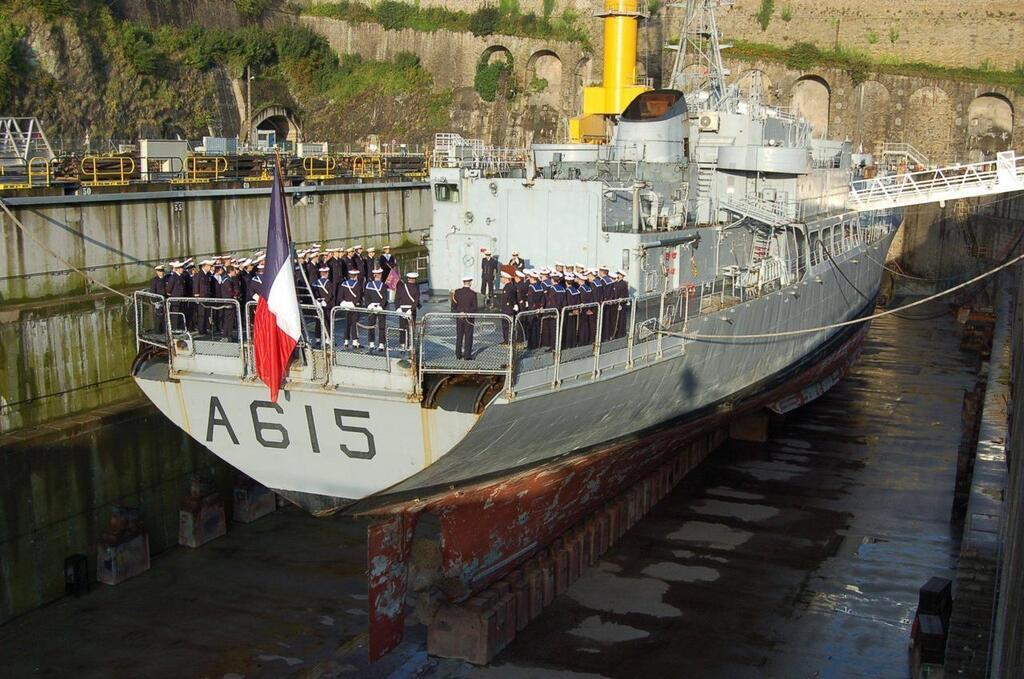 La Marine nationale dit adieu aux ex-Loire et Duguay-Trouin P23132998D4160316G