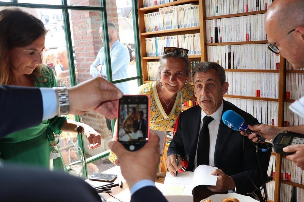Calvados Nicolas Sarkozy Sera A Deauville Mardi Pour Dedicacer Son Nouveau Livre Cherbourg Maville Com
