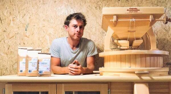 """photo launched on october 8 in arnage (sarthe), the """"farm landscapes"""" shop offers products from thirty-five local producers, including damien bertault flour (photo)."""