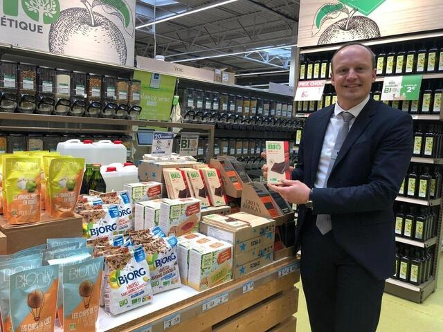 photo johann dequirez, had just been appointed new director of carrefour sud le mans.  he learned the news like all the other employees of the hypermarket manceau © ouest-france