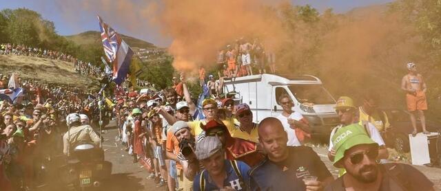 foto el público de la carretera es el alma del Tour de Francia.  © afp