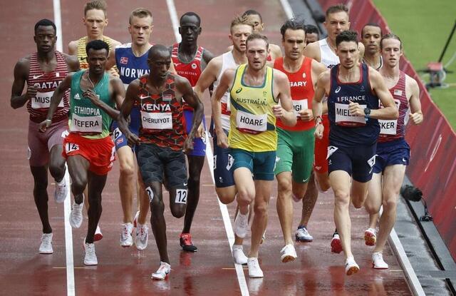 Foto Alexis Millett (à direita) não vai disputar a final dos 1500m.  © Reuters
