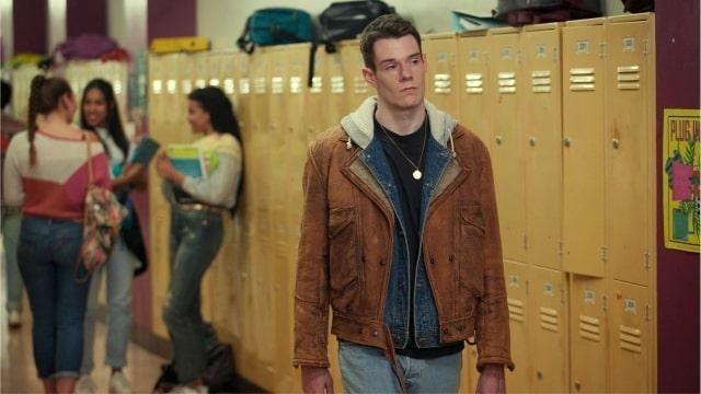 foto connor swindells presta sus rasgos a adam groff, el matón de la escuela secundaria, en la serie de educación sexual.  © netflix