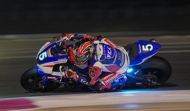 photo at night, motorcycles are sometimes more impressive!  here the honda n ° 5, not spared by the troubles.  © west-france