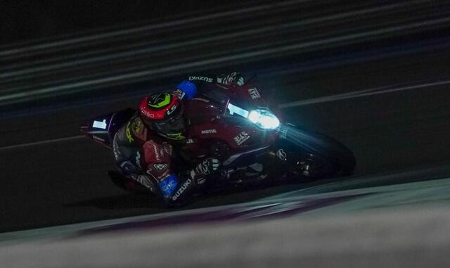 photo at night, motorcycles are sometimes more impressive!  here the suzuki serves.  © west-france